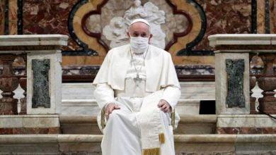 Photo of Papa Franjo prvi put nosio masku u javnosti