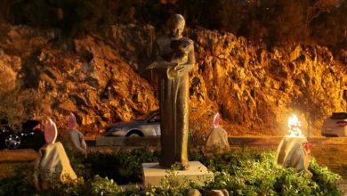 """Photo of Grupa """"Beneficium"""" napravila veliki adventski vijenac kraj crkve u Gradnićima"""