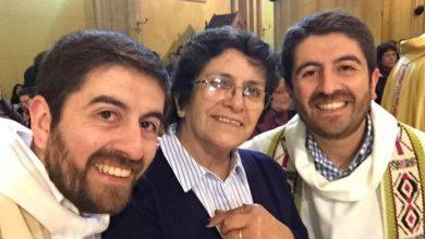 Photo of Ovu majku su nagovarali na pobačaj: rodila je blizance i tako svijetu darovala dvojicu svećenika