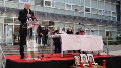 Photo of Misom i komomoracijom Sveučilište u Splitu oprostilo se od preminulih mladih iz Posušja