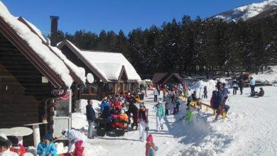 Photo of U Hercegovini život kao i prije pandemije. Restorani i kafići puni, cvate zimski turizam, cjepiva nema, zaraženih sve manje